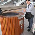 済南南火車站のホーム喫煙所(拡大)